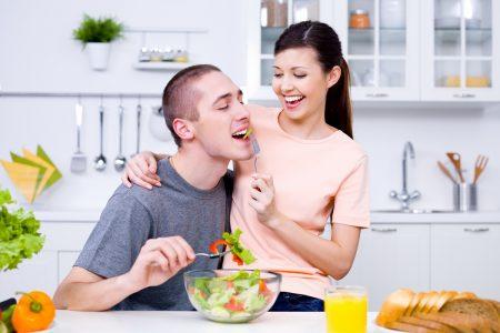 Современное домашнее хозяйство: так кому стоять у плиты?